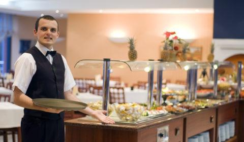 tjener-paa-restaurante